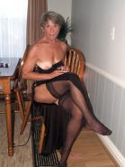 MATURE SLUTS WEAR STOCKINGS 18
