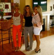 HOT New York Sisters And Mom